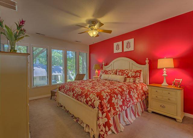 Water Oak 33 - Bedroom 2 with King bed, Flat Screen TV & Private Bath - HiltonHeadRentals.com