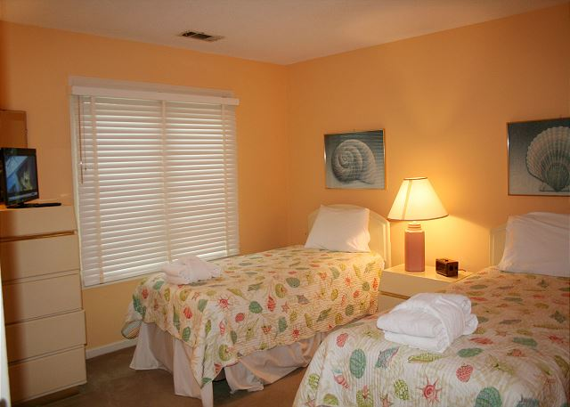 Colonnade Club 196 - Bedroom 3 with Twin beds, Flat Screen TV & Private Bath - HiltonHeadRentals.com