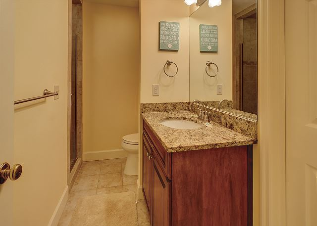 Colonnade Club 196 - Bedroom 3 Private Bath with Shower - HiltonHeadRentals.com