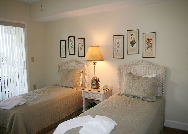 Bedroom 2 with Twin beds, Flat Screen TV & Private Bath