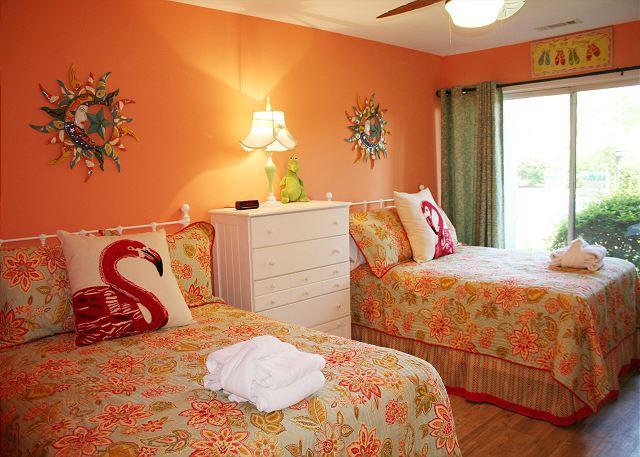 Fairway Lane 71 - Bedroom 2 with Double Beds, Flat Screen TV & Private Bath - HiltonHeadRentals.com