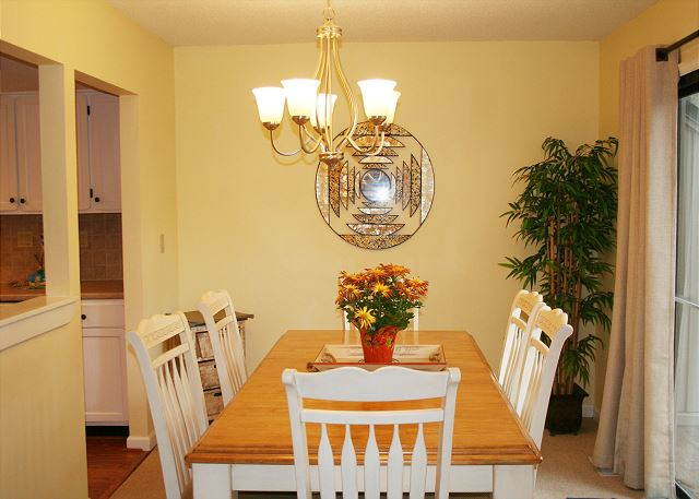 Beachwalk 204 - Dining Room - HiltonHeadRentals.com
