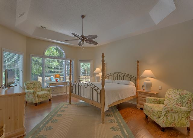 Master Suite with King bed, Flat Screen TV & Private Bath