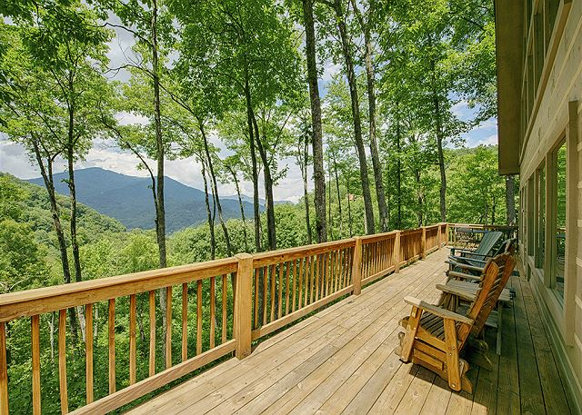 Red Oak Lodge in Gated Smoky Mountain Retreat Community