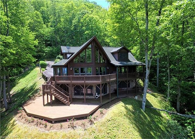 Cascading Falls in Gated Smoky Mountain Retreat Community