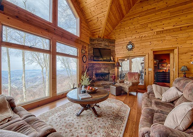 Arrow's Tip Lodge in Gated Smoky Mountain Retreat Community