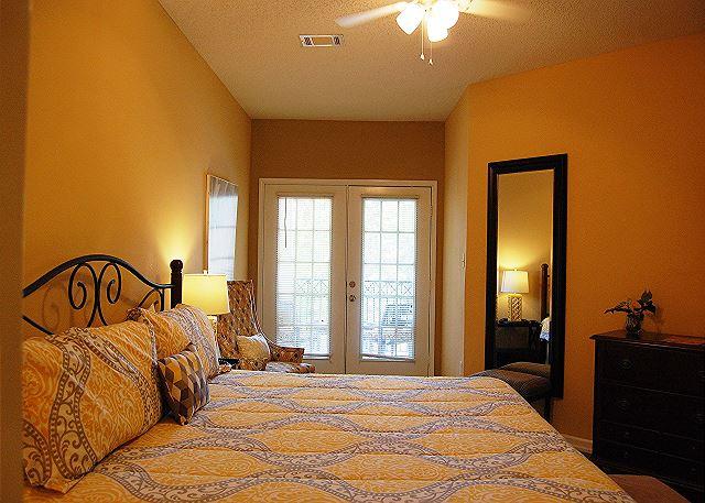 Master suite w. private balcony