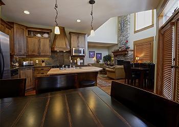 Big White Townhouse rental - Interior Photo - DINING AREA & BREAKFAST BAR