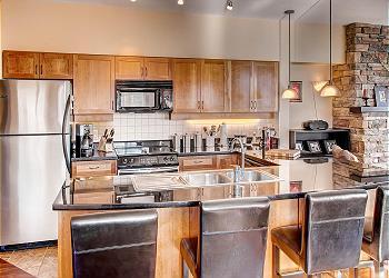 Big White Condominium rental - Interior Photo - Kitchen With Granite counter