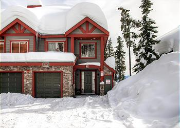 Big White Townhouse rental - Exterior Photo - Front Snowbanks 6