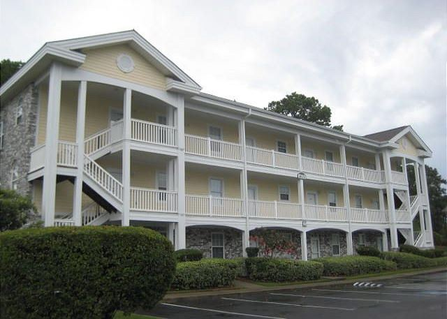 Get away from the hustle and bustle of Myrtle Beach and stay at this centrally located condo close to all attractions and the beach.