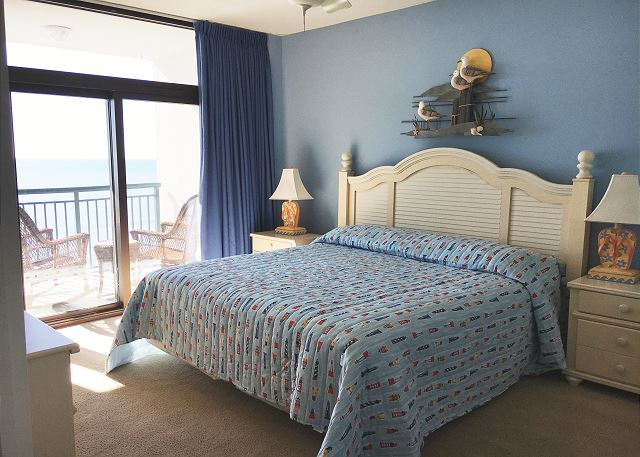 King Size bed in Master bedroom with Ocean Views
