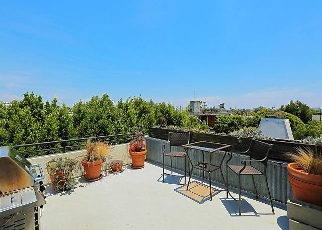 roof deck with grill