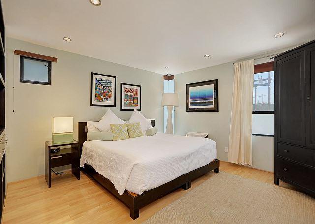 bedroom 2 may also be configured as 2 twin beds
