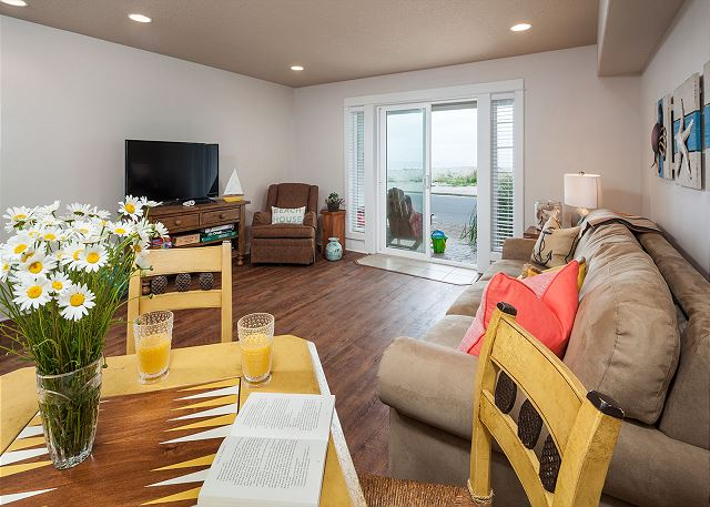 Ground floor family room with 40