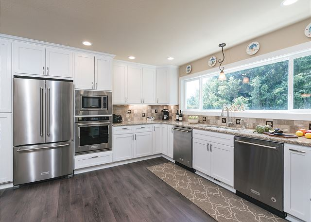 Double dishwashers and two ovens make this kitchen a dream for any chef