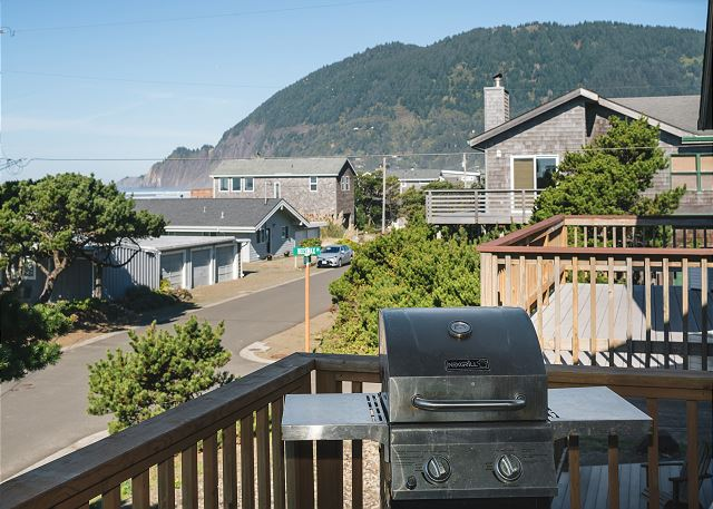 Watch the sun set while you BBQ on this west-facing bacony
