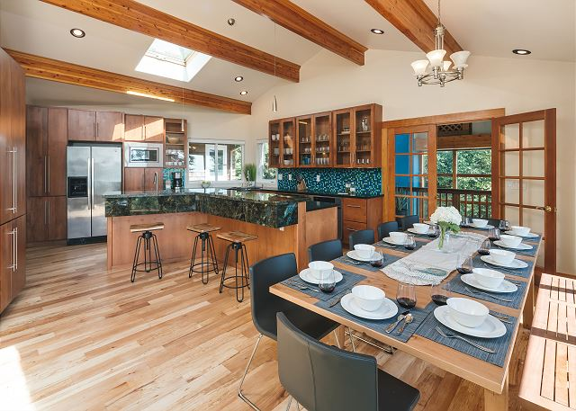 Picture the incredible North Coast meals you'll enjoy in this gourmet kitchen