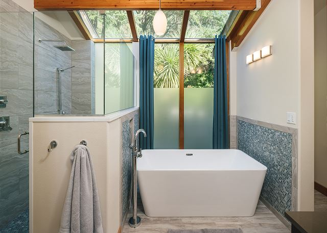 A spa? Nope, but this master bathroom sure feels like one with walk in shower and soaking tub