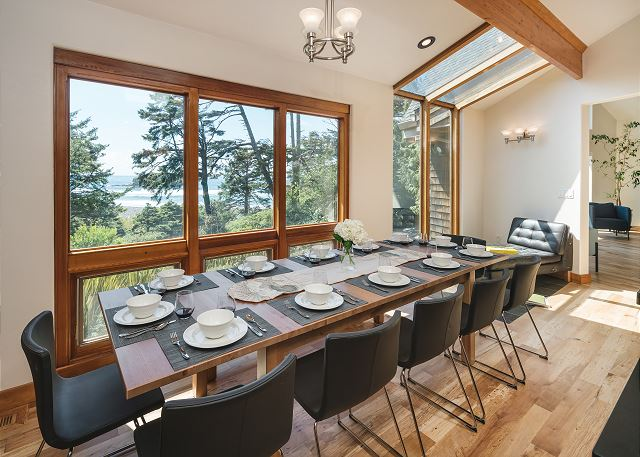 This exceptional table comfortably seats 12 with room to fit in a couple more, because in this house everyone's a friend!