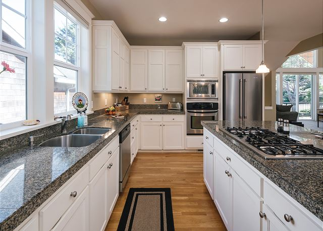 This kitchen is huge! Under-cabinet lights, double windows, and high ceilings are just a few of the many reasons you won't mind spending time at the stove.