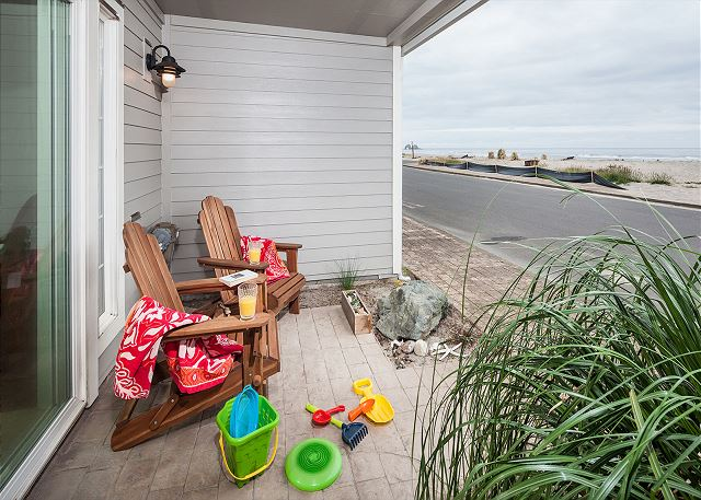 Starfish Cove comes with lots of fun amenities for enjoying the beach - toys, towels, and beach chairs.