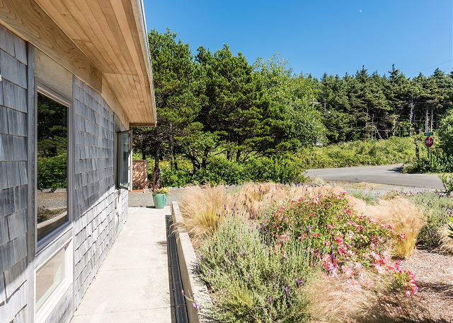 1st home west of Highway 101 - convenient to nearby towns of Cannon Beach and Manzanita