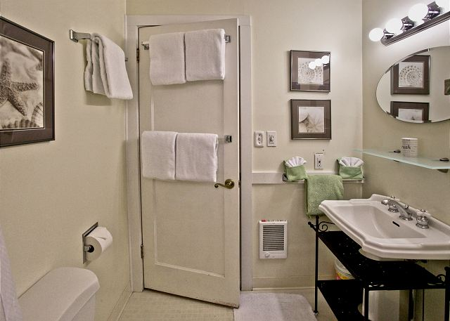 Immaculate full bathroom with plenty of plush towels
