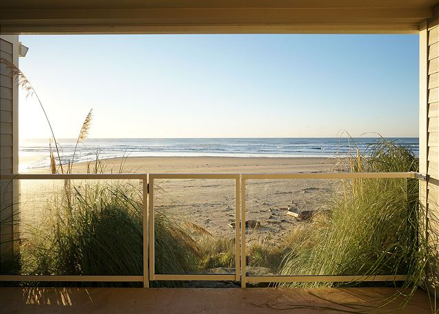 First floor wind-sheltered balcony - direct access to the beach