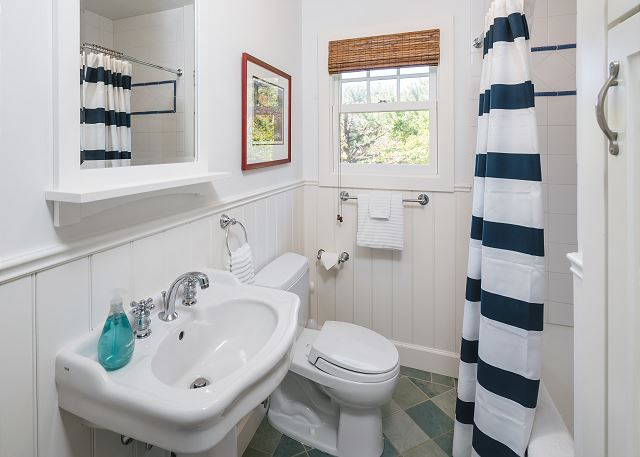 Front two bedrooms share this bathroom.  Plenty of soft, plush towels!