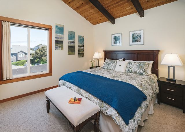 Upstairs king bedroom with ocean view