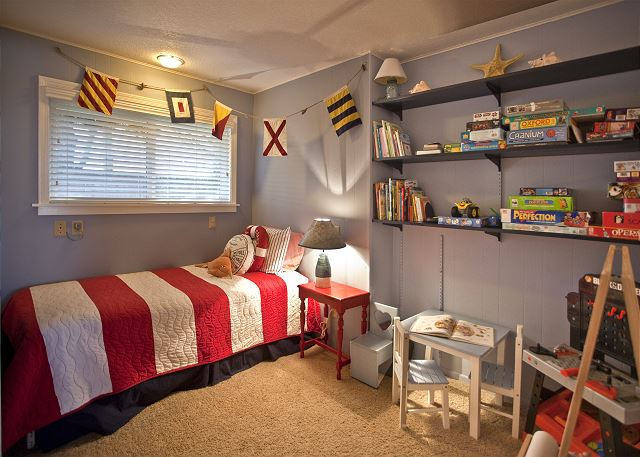 Downstairs twin bedroom perfect for your little pirate or princess!