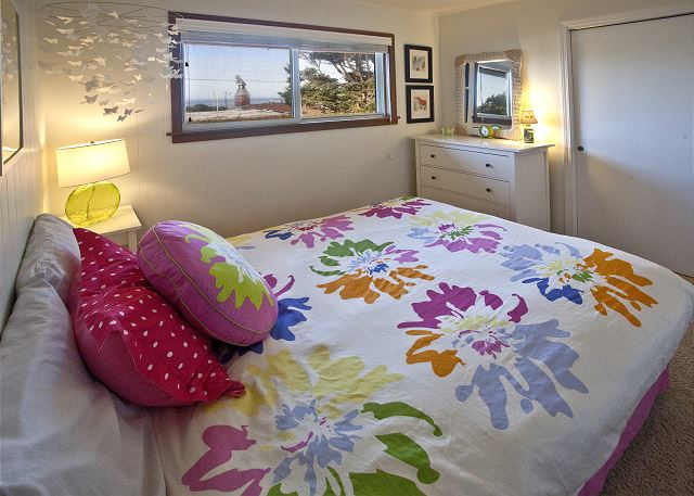 Queen bedroom with ocean view - tucked in a quiet and private back area of the house