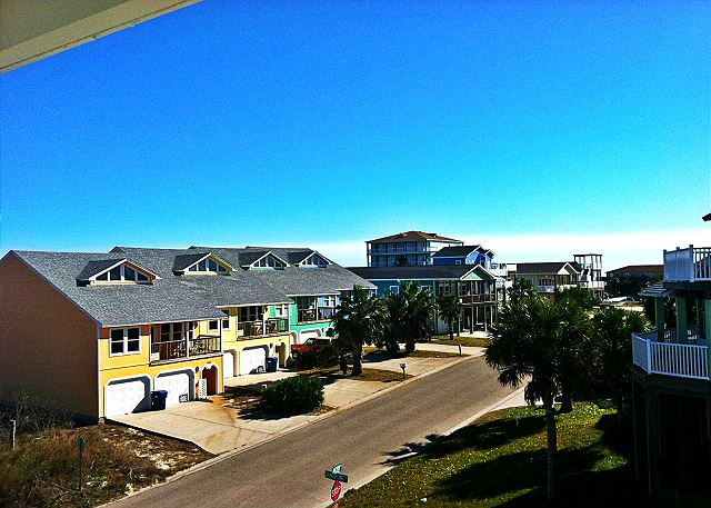 This neighborhood brings the ocean to your vacation retreat! Impressive views that stretches out to the ocean!