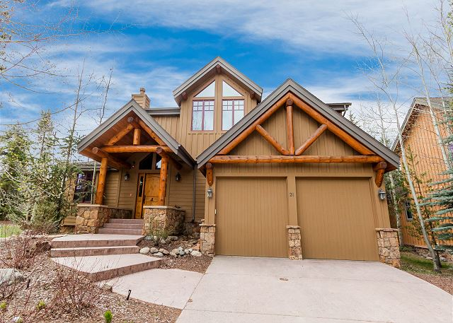 Enjoy this beautiful mountain home in West Keystone.