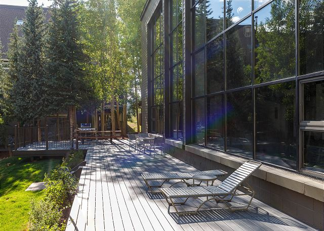 Shared Outdoor Deck and Seating