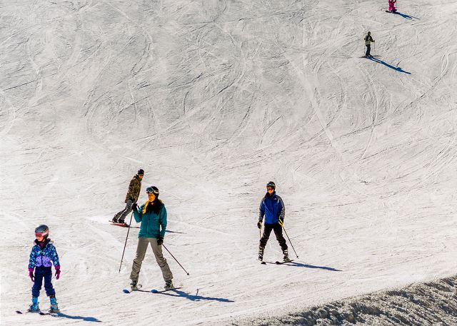 Skiers enjoying Keystone
