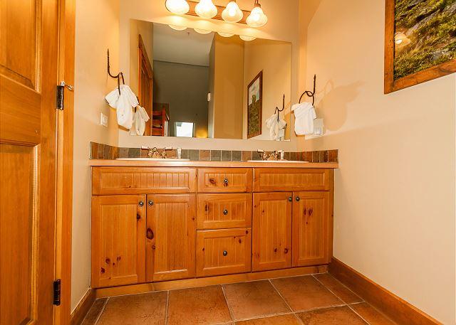 Guest Bedroom En Suite Bathroom