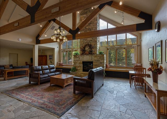 Gateway Lodge Lobby