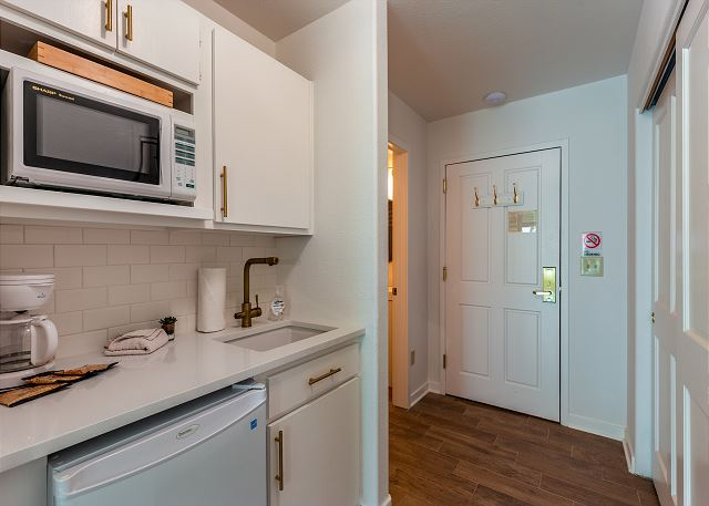 Kitchenette and Entryway