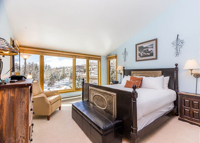 The master bedroom features a king-sized on our Ivory White Bedding program and a flat screen TV.