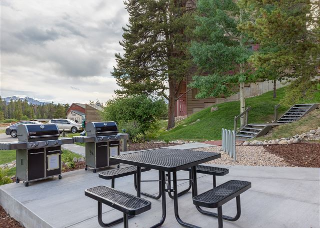 Shared Outdoor Grill Area at Decatur