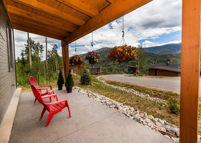 Enjoy beautiful mountain views from the spacious front porch.