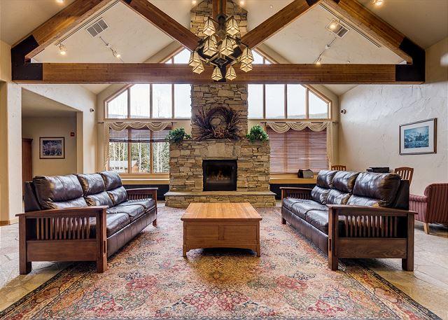 Gateway Mountain Lodge Lobby