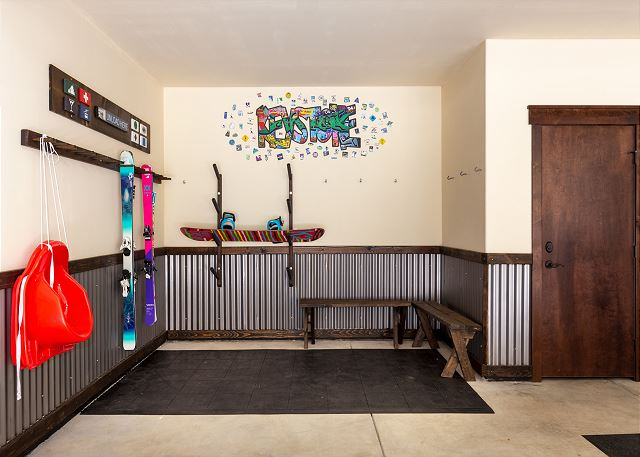 The garage has a separate area to store your ski gear so you can get ready to relax for the evening without a worry.
