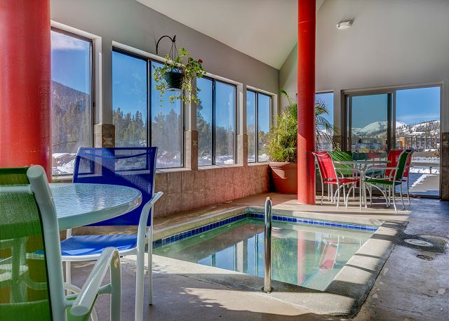 East Lakeshore Clubhouse shared hot tub