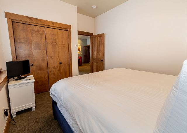 Third guest bedroom