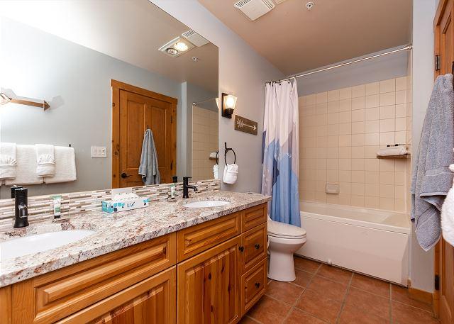 En suite bathroom for the guest bedroom