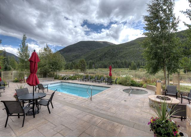 Red Hawk Lodge Shared Pool and Outdoor Fire Pit