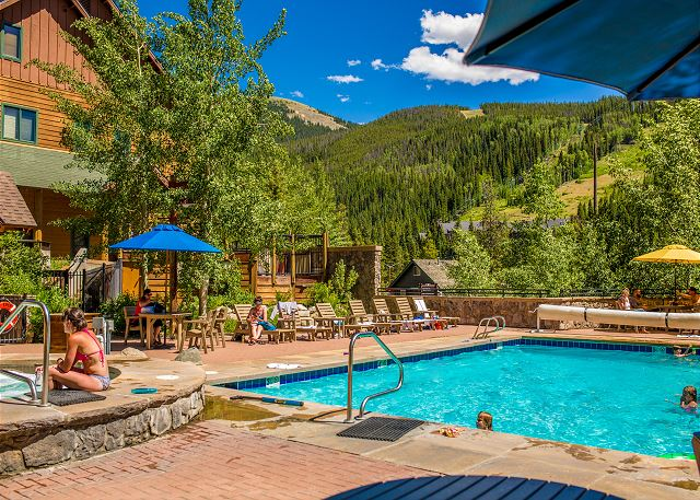 Guests of Arapahoe Lodge have access to the shared pool at Dakota Lodge.
